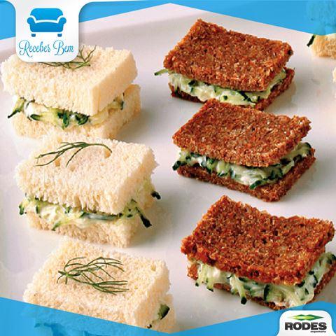 mini sanduíches de pepino